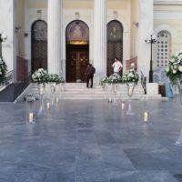 εξωτερικός στολισμός γάμου εκκλησίας